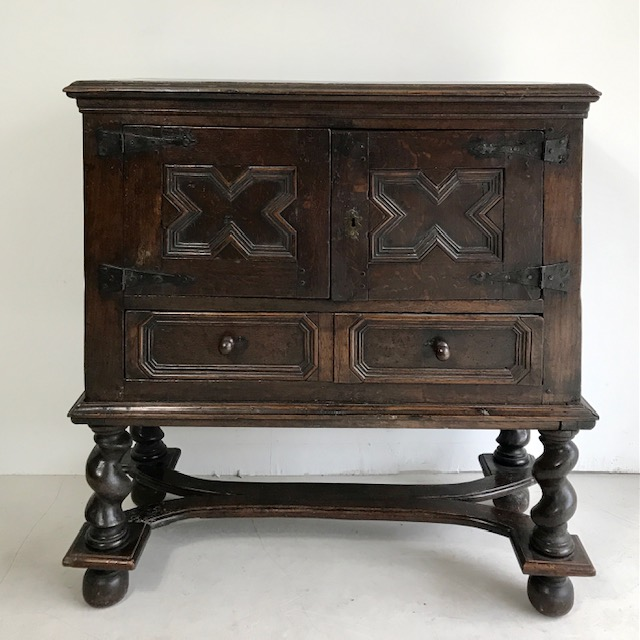 C17 th Flemish oak cabinet